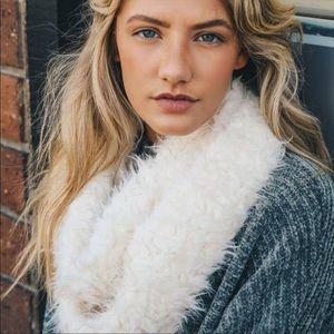 ☃️Shaggy Faux Fur Infinity Scarf